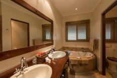 Inyati bathroom